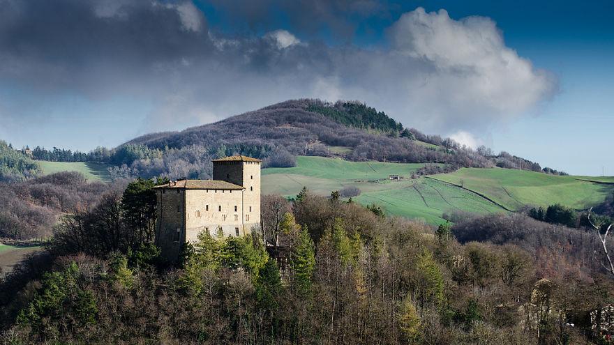 italy-gives-away-free-castles-1-591eb2fad0638__880.jpg