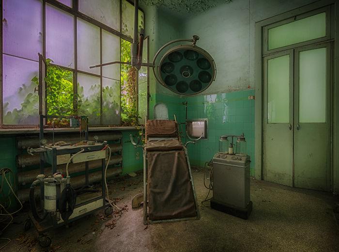 I Photographed This Abandoned Asylum