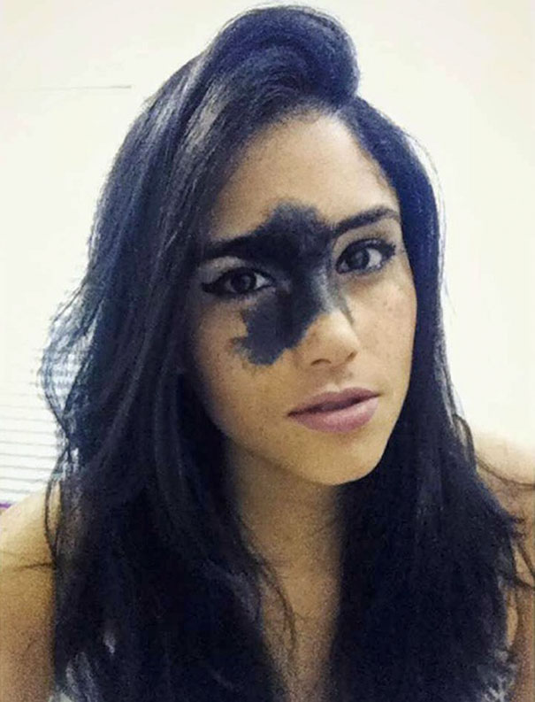 model-birthmark-looks-like-face-tattoo-17