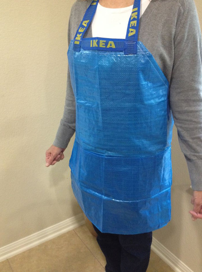 5ae468fcc4 People Are Now Making Clothes Out Of 99-Cent IKEA Bags, And They ...