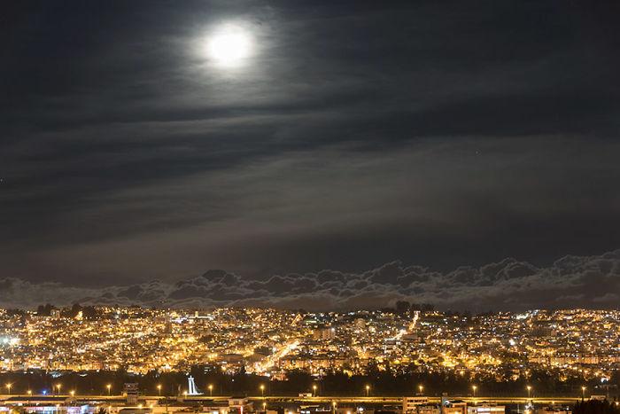 Superluna a 2900 metros sobre Quito