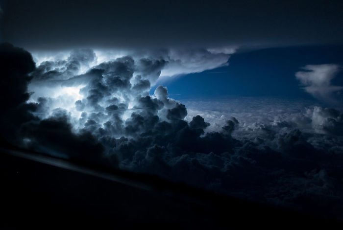 Tormenta sobre el Atlántico, al sur de Jamaica
