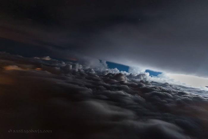 Atmósfera desconocida, Ecuador