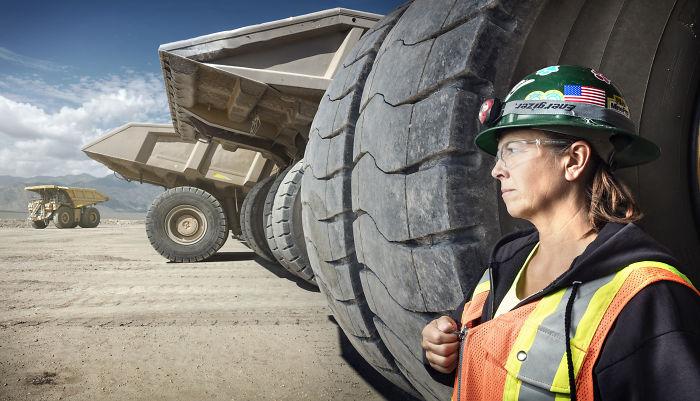 Leeann Johnson, conductora de camiones de carga en Nevada