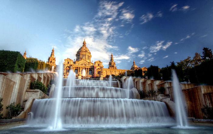 Fuente del palacio Montjuic, Barcelona, España