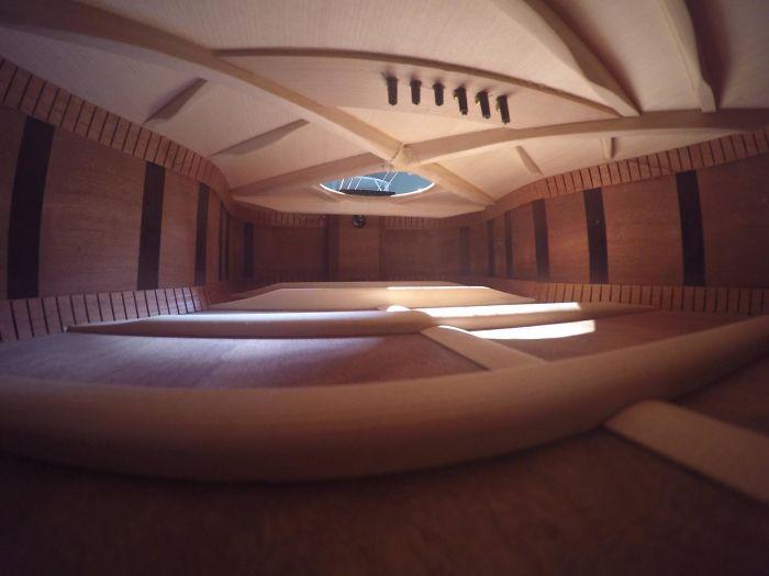 Vnitřek kytary vypadá jako luxusní byt