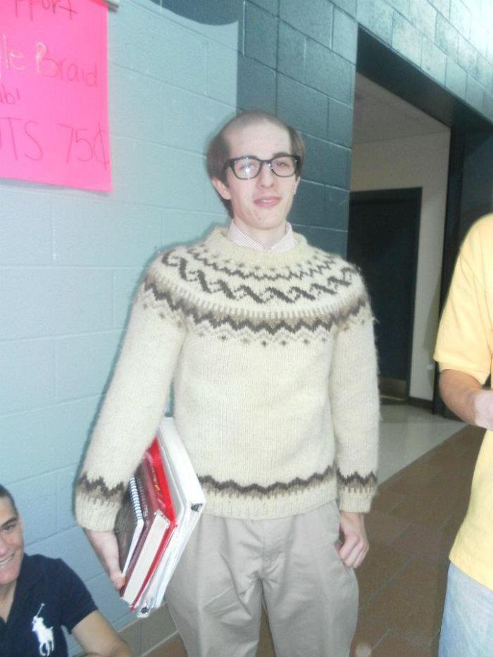 Me rapé lla mitad de la cabeza y me vestí de viejo en el instituto