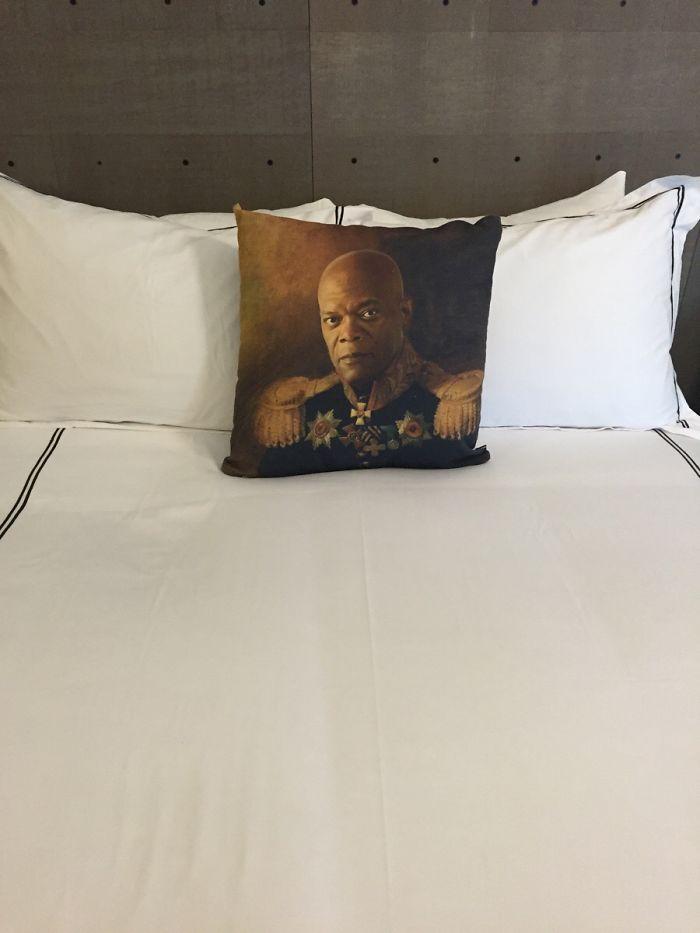 Esto estaba en la cama de la habitación del hotel
