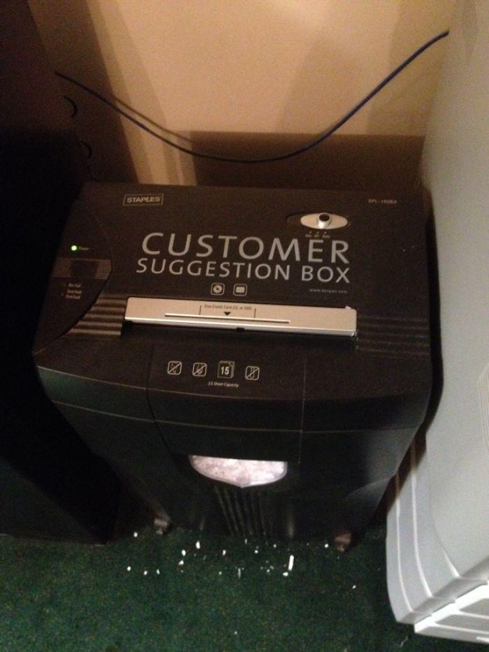 El buzón de sugerencias de clientes es una trituradora de papeles