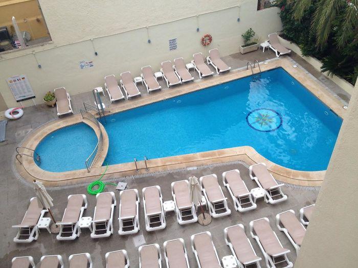 Mis padres han llegado al hotel y nos han mandado una foto de la piscina