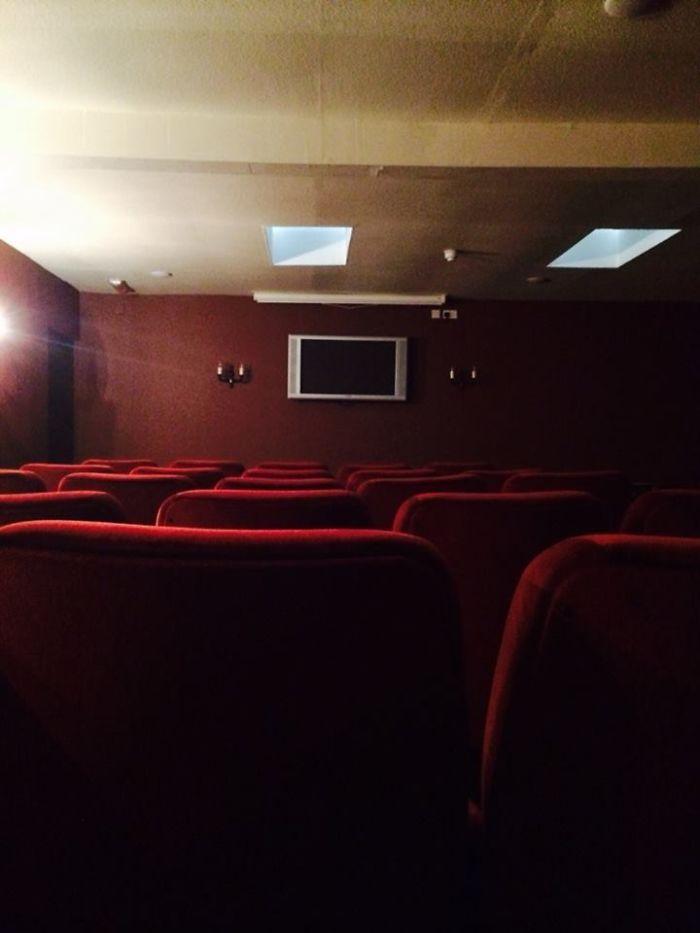 No han reparado en gastos en la sala de cine del hotel