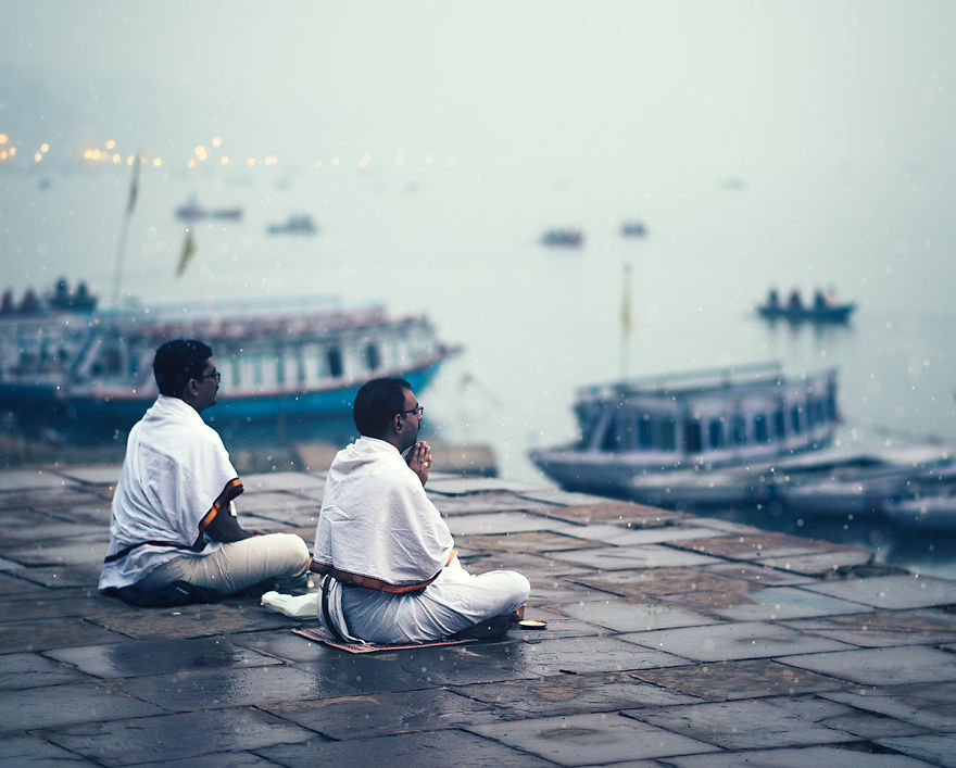 I Traveled To World's One Of The Oldest City To Photograph Its People And Spiritual Atmosphere