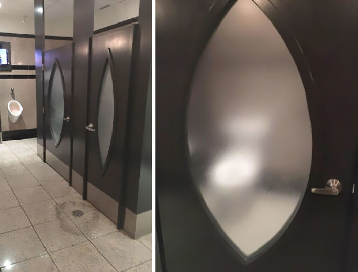 Cristal semitransparente en los baños de este restaurante