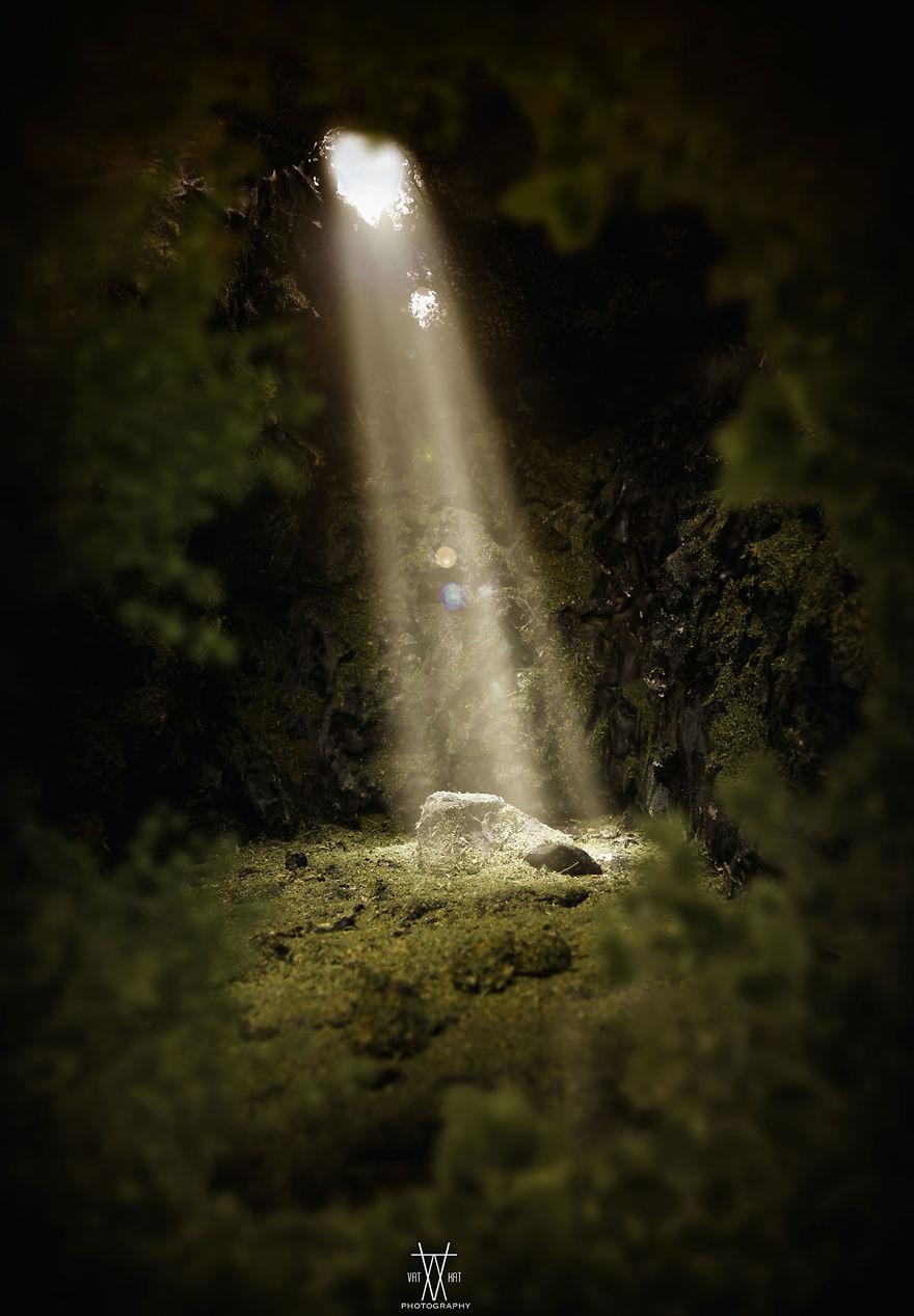 Cahaya di tengah kegelapan