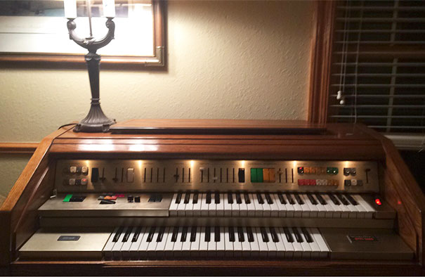 Went To Goodwill For A $3 Poster Frame - Came Back With A Wurlitzer Organ For $0.50