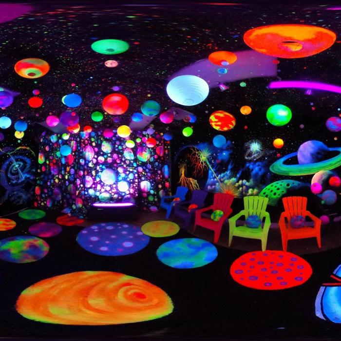 I Create Mind-Blowing 3d Blacklight Art Installations
