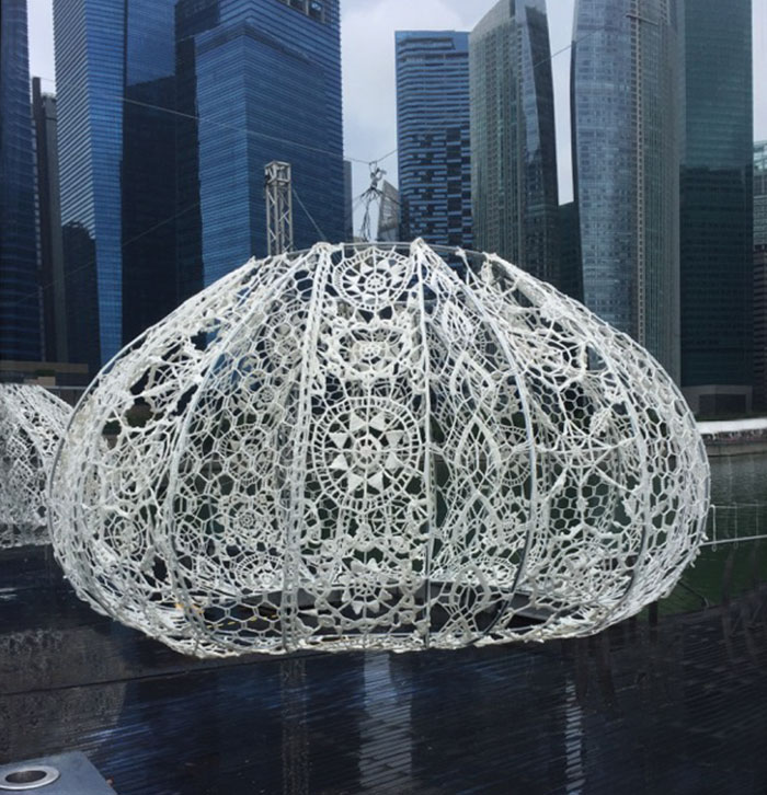 crocheted-urchins-sculpture-choi-shine-architects-singapore-marina-bay-6