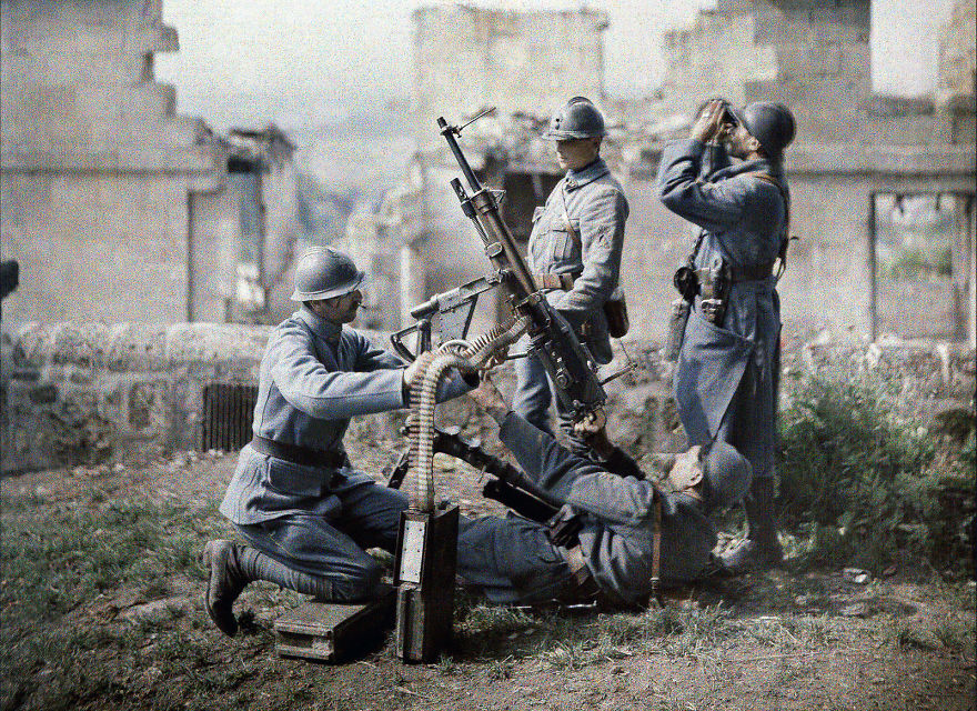 Autochrome Of French Soldiers Operating Machine Guns During The Second Battle Of The Aisne, 1917
