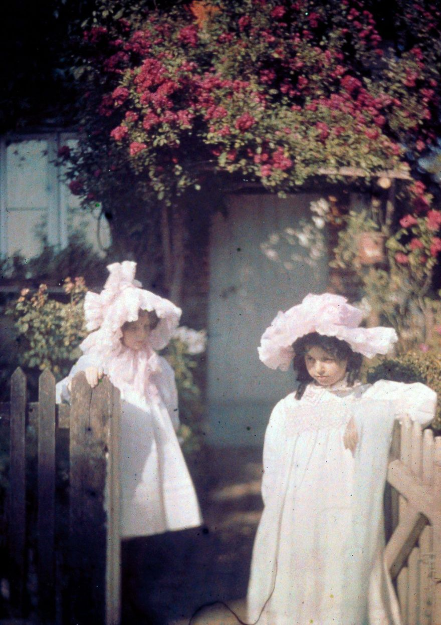 Two Girls At The Gate, 1915