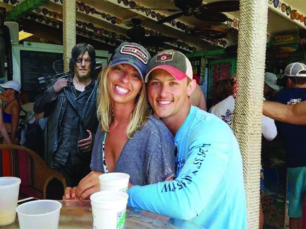 funny-engaged-couple-photobomb-photoshop-request-66-59559f4c5b4ef.jpg
