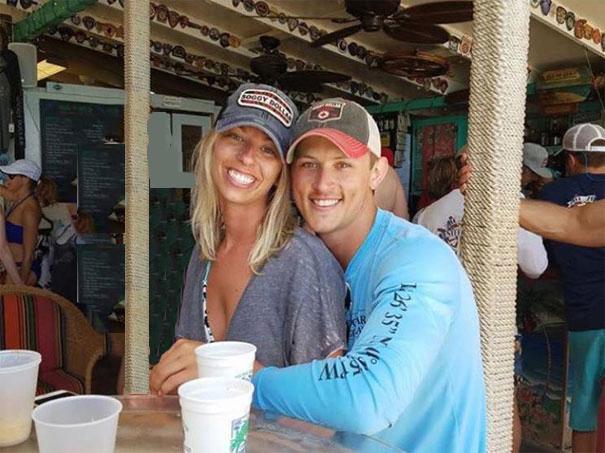 funny-engaged-couple-photobomb-photoshop-request-662-5955d63da3e8a.jpg