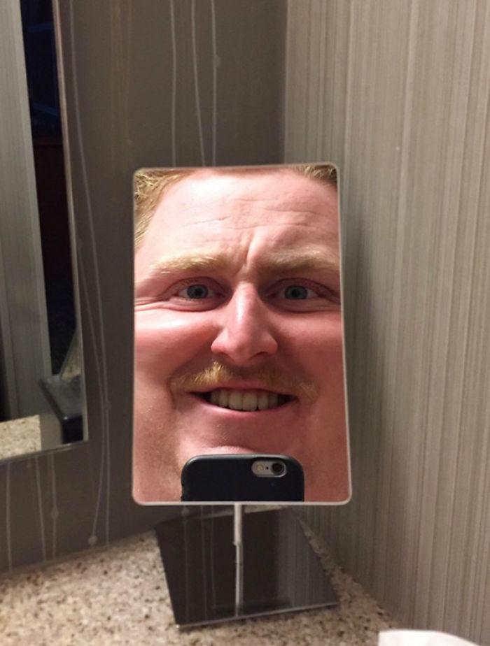 Cuando te sientes genial pero el espejo del hotel te hunde la autoestima