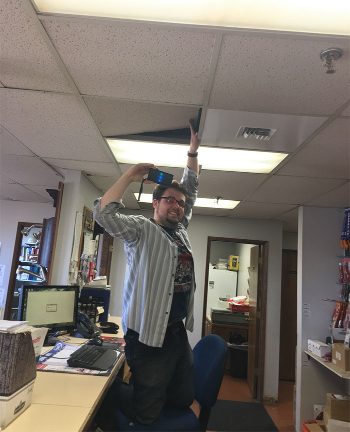 hidden-speaker-prank-coworker-chefshwasty-1