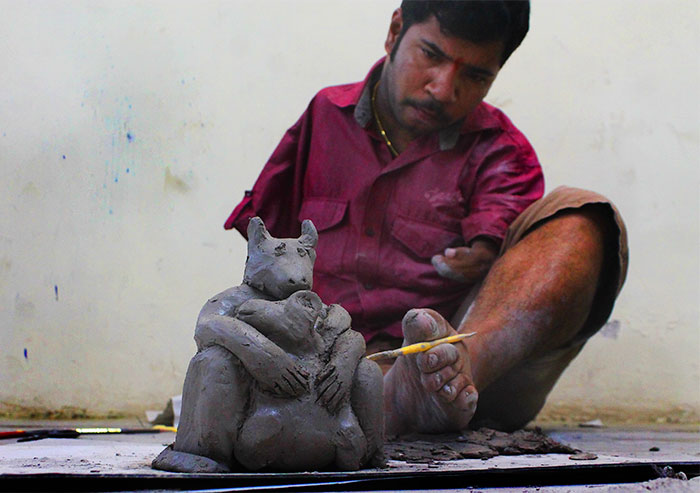 Disability Never Held This Mumbai University Student Back! Dhiraj Satavilkar, Who Has No Hands, Uses His Feet To Shape, Design And Paint Clay Models