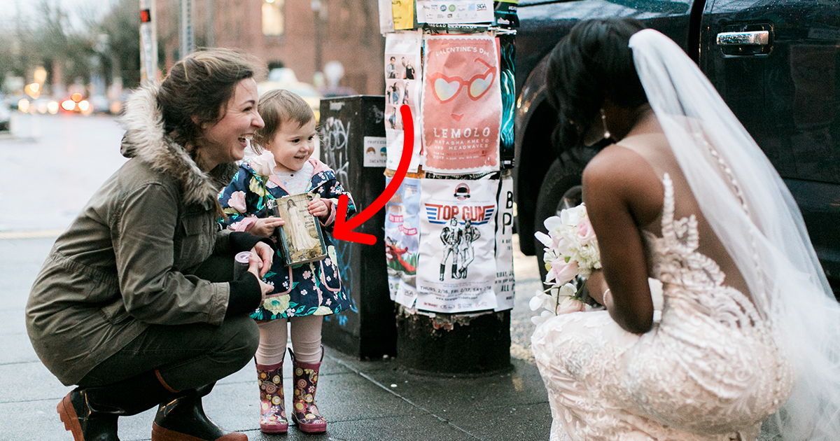 Girl Mistakes Bride For Real-Life Princess From Book She's Holding, And Her Reaction Melts Everyone's Hearts
