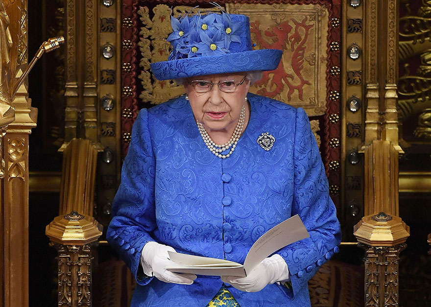 it looks like the queen just trolled the uk prime minister about brexit in the most brilliant. Black Bedroom Furniture Sets. Home Design Ideas