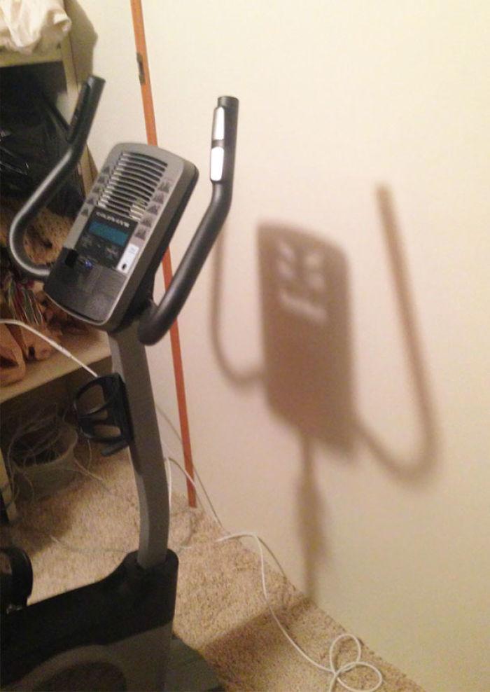 Sombra que parece un monstruo