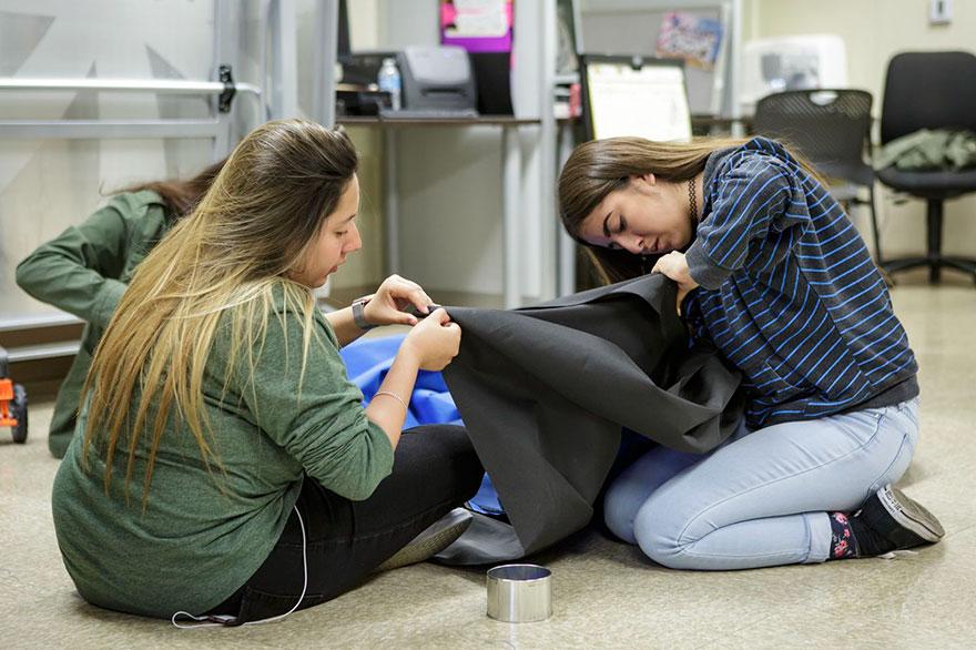 solar-powered-tent-invention-homeless-teen-girls-20