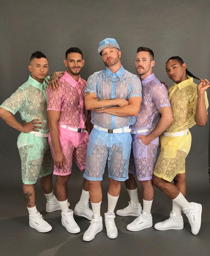 El disfraz de encaje para los hombres