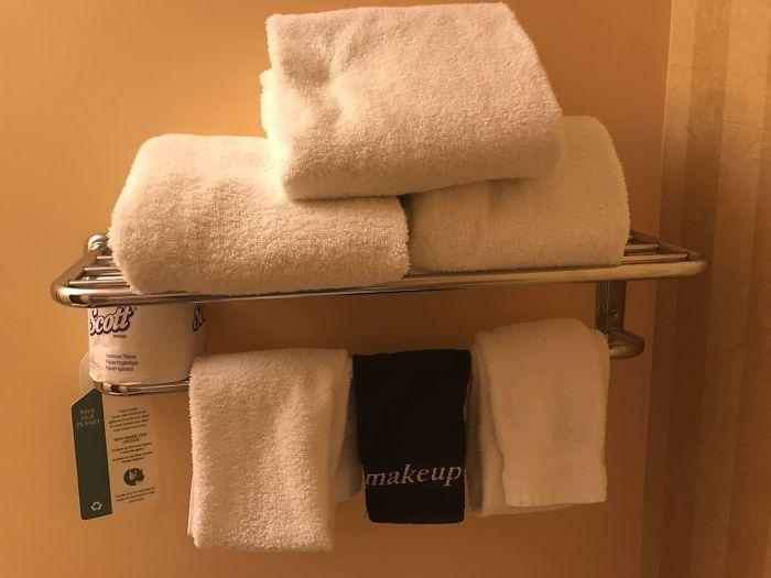 Este hotel tiene una toalla aparte para quitarse el maquillaje
