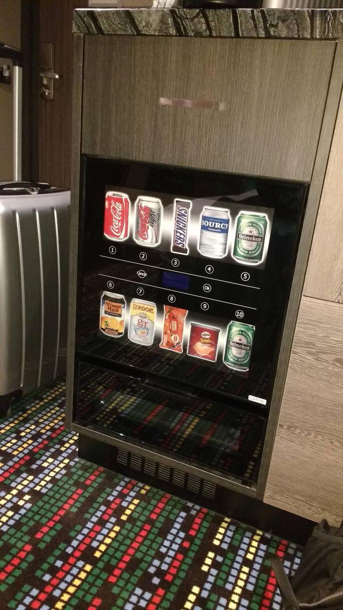 Esta habitación de hotel en Amsterdam tiene minimáquina de vending en vez de minibar