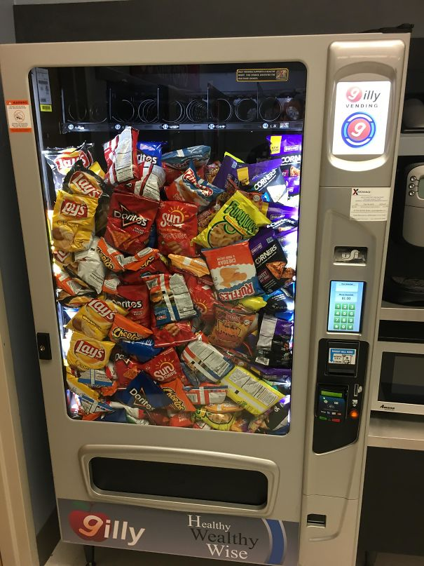 Vending Machine At Work Made An Error And Distributed Everything All At Once