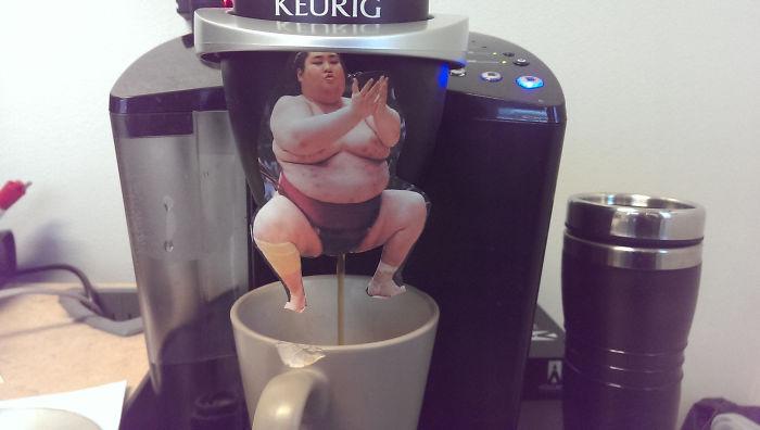 Alguien puso esto en la máquina de café