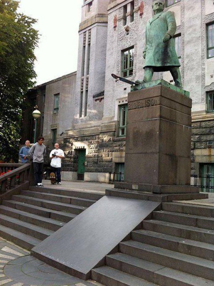 Estatua skater