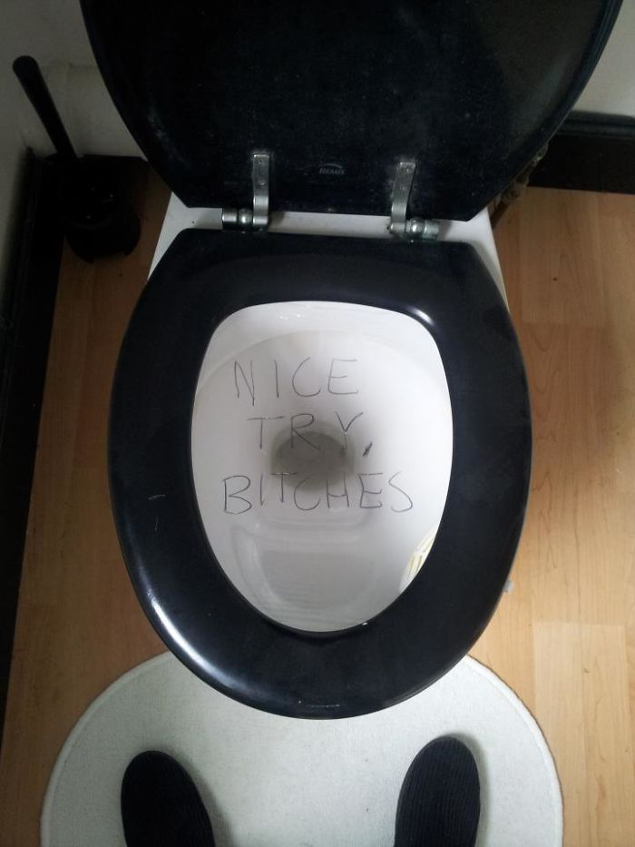 My Boyfriend And I Covered The Bathroom Toilet With Cling-Film To Prank My Housemate - Who Just Sent Me This