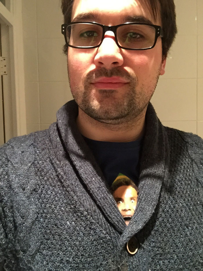 Todo el mundo me miraba mientras estaba de compras...al verme en el espejo vi a Will Ferrell asomándose sobre mi chaqueta