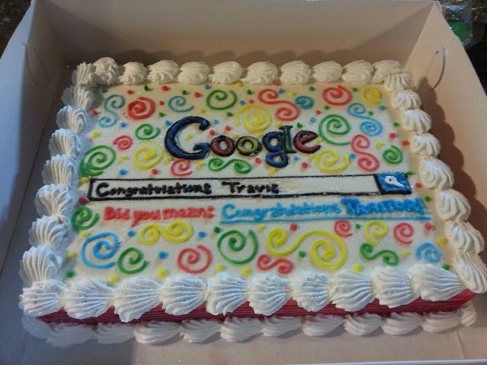Un compañero consiguió trabajo en Bing, así que en su último día le trajimos una tarta de Google