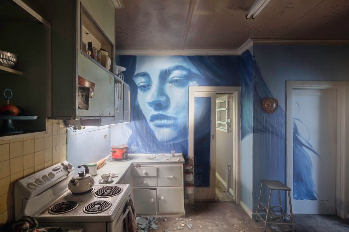 Artist Covers Soon-To-Be-Demolished House In Murals To Let It Shine For The Last Time