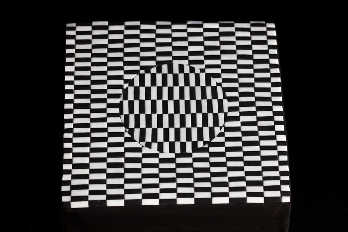 It Took Us 8 Hours To Make This Optical Illusion Cake From 530 Pieces