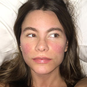 10+ Celebrities Without Makeup Prove They Look No Better Than Us