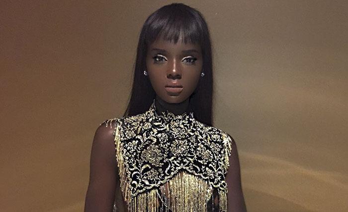 Esta modelo semejante a Barbie dejó su carrera durante 2 años por el ciberacoso que recibía, pero ahora ha vuelto