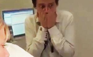 La reacción de este chico al ver un parto te hará reír mucho