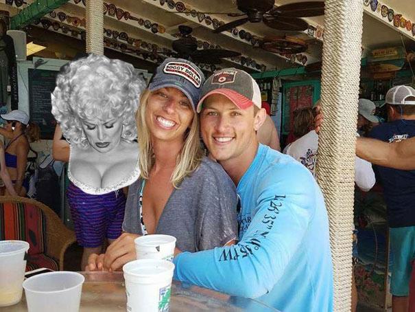funny-engaged-couple-photobomb-photoshop-request-13-5954e10227783__605-5956da35dd476.jpg