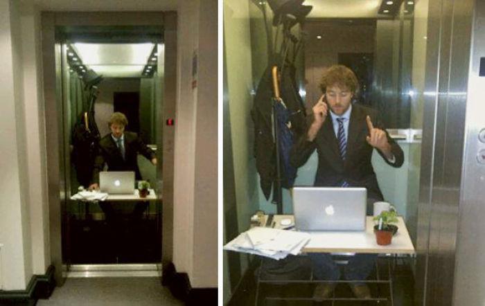 Mi amigo se ha montado una oficina en el ascensor y cuando se abre la puerta pregunta si tienen cita