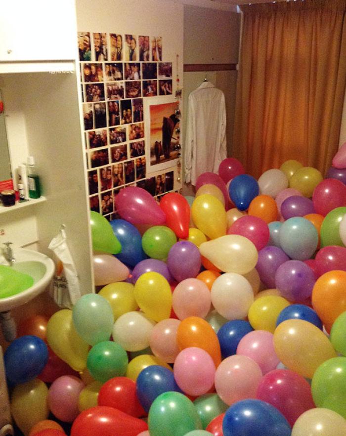 Dentro de uno de estos globos está el usb con mi tesis. Gracias chicos