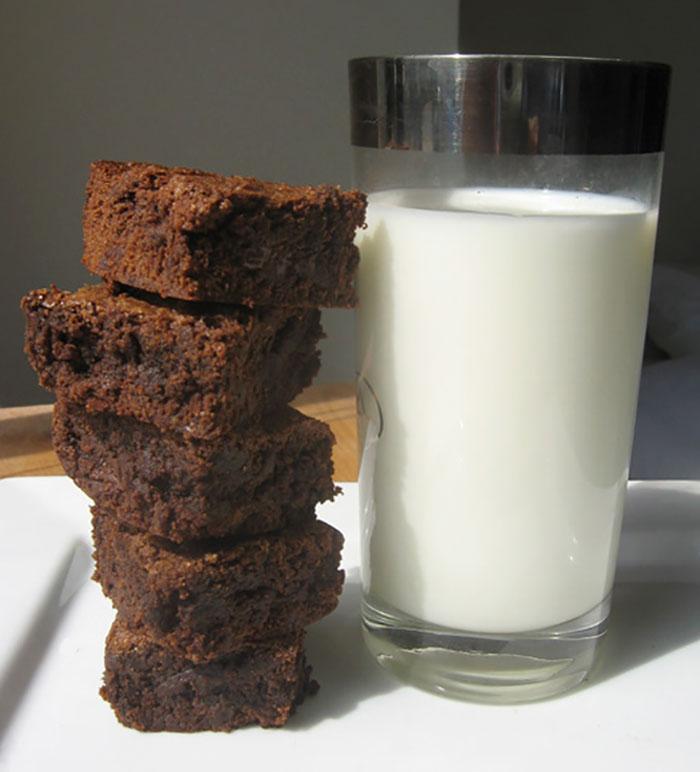 mom-breast-milk-brownies-school-bake-sale-18